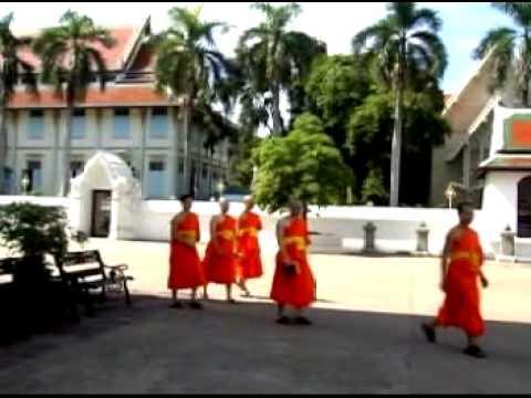 Mái chùa con yêu - Ngân Huệ