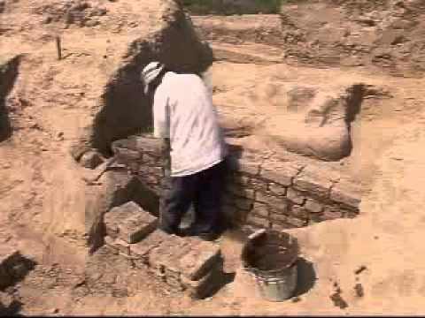Khai quật tượng Đức Phật cổ khổng lồ niên đại 1000 năm