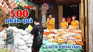Chùa Giác Ngộ trao tặng 500 phần quà bao gồm gạo và khoai lang hỗ trợ người dân phòng chống dịch Cov