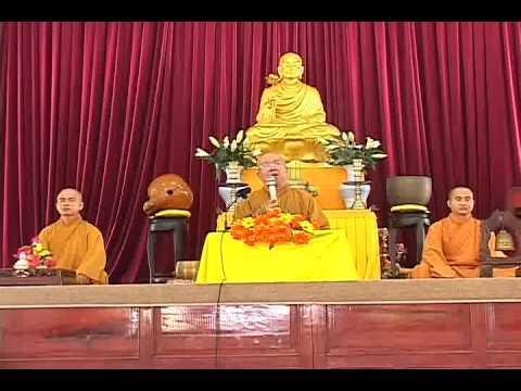Phật tử với ngôi chùa