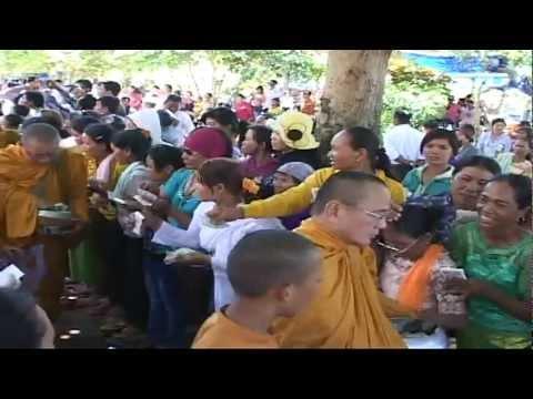 Ý Nghĩa Hạnh Trì Bình Khất Thực của Nhà Phật