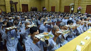 """Hành giả thực tập """"Ăn cơm trong Chánh niệm"""" - Khóa tu An Lạc - ngày 04/10/2020"""