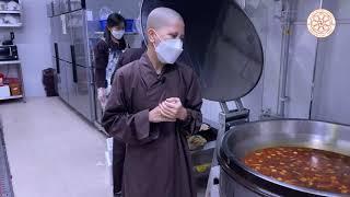 Cúng dường món chay Việt Nam lên chư Tăng Hàn Quốc